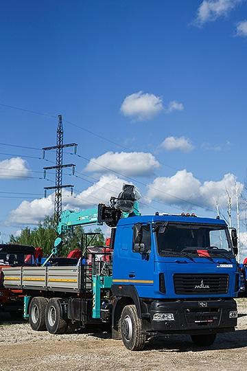 Манипулятор HKTC HLC-7016 на шасси МАЗ 6312С5