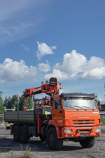 Манипулятор Kanglim KS2056 на шасси КАМАЗ 43118 с буром